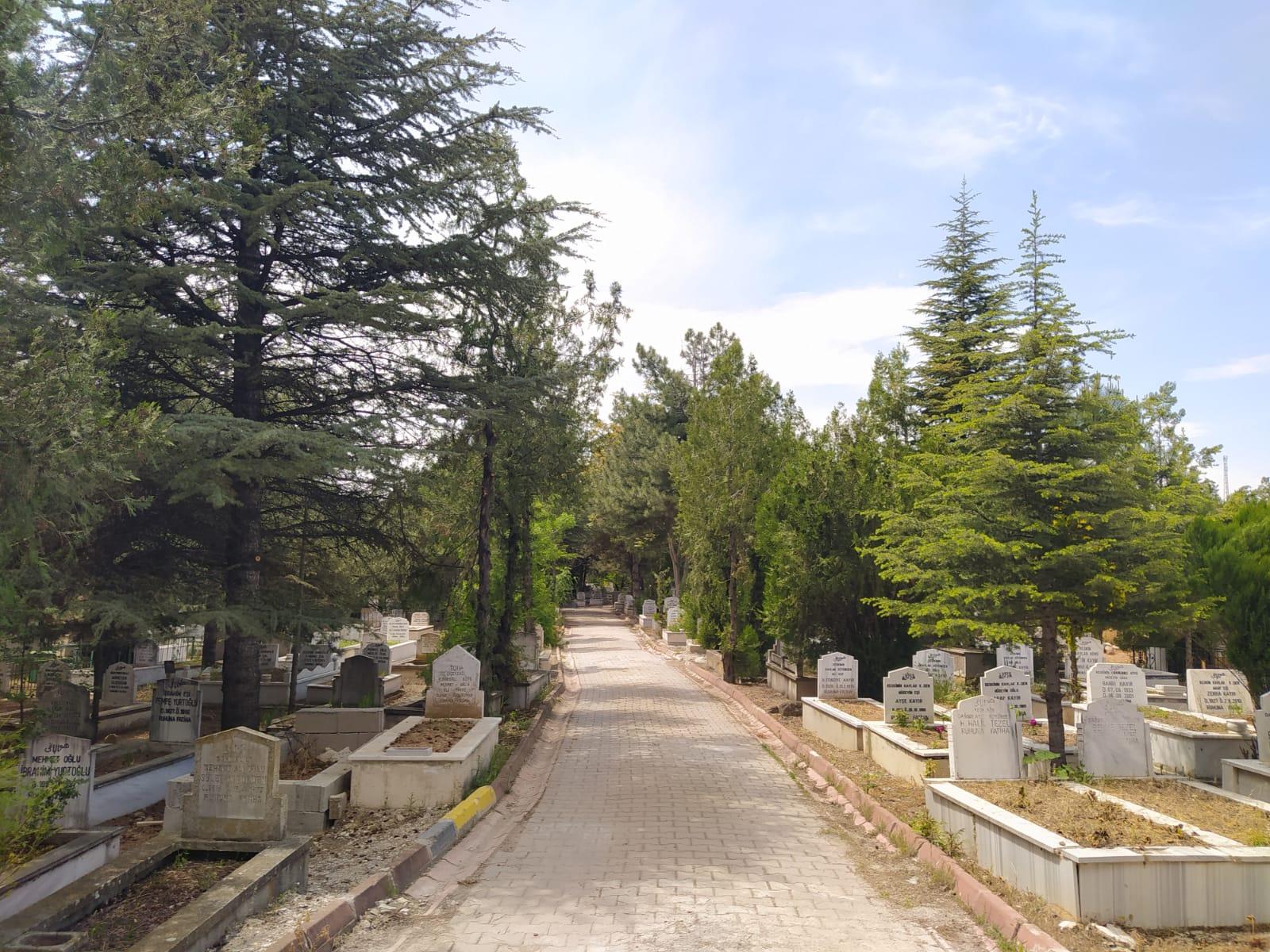 Mezarlıklarımıza Özel Bakım Yapıldı