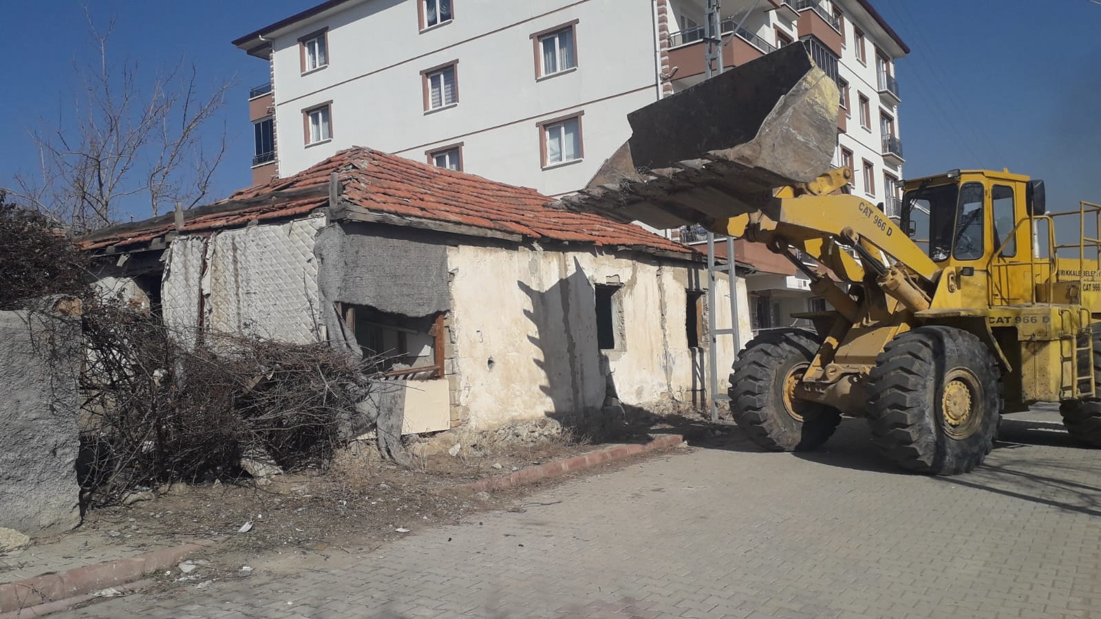 Kaderine Terk Edilmiş Metruk Binaların Yıkımı Devam Ediyor
